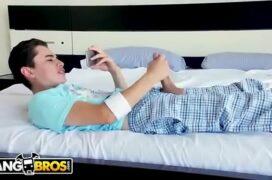 Videos xxx com novinho tocando punheta em cima da cama de sua madrasta