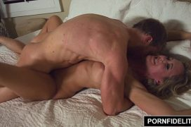 Brandi Love coroa gostosa fazendo sexo com jovem