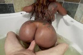 Video de porno dentro da banheira de hidromassagem